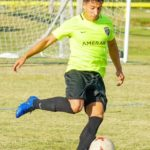 Hugo Acosta arriba al fútbol norteamericano